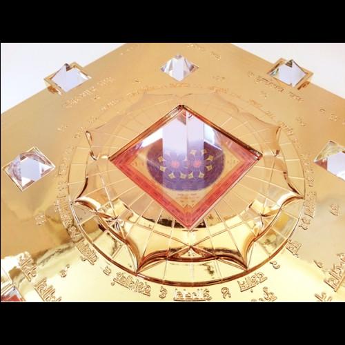 Vasati Pyramid Gold Maha Purush yantra in centre