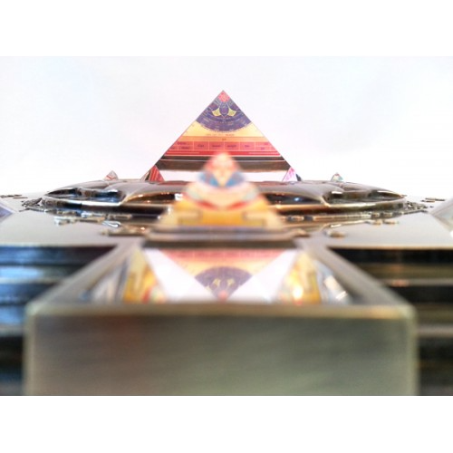 Vasati Pyramid Glass